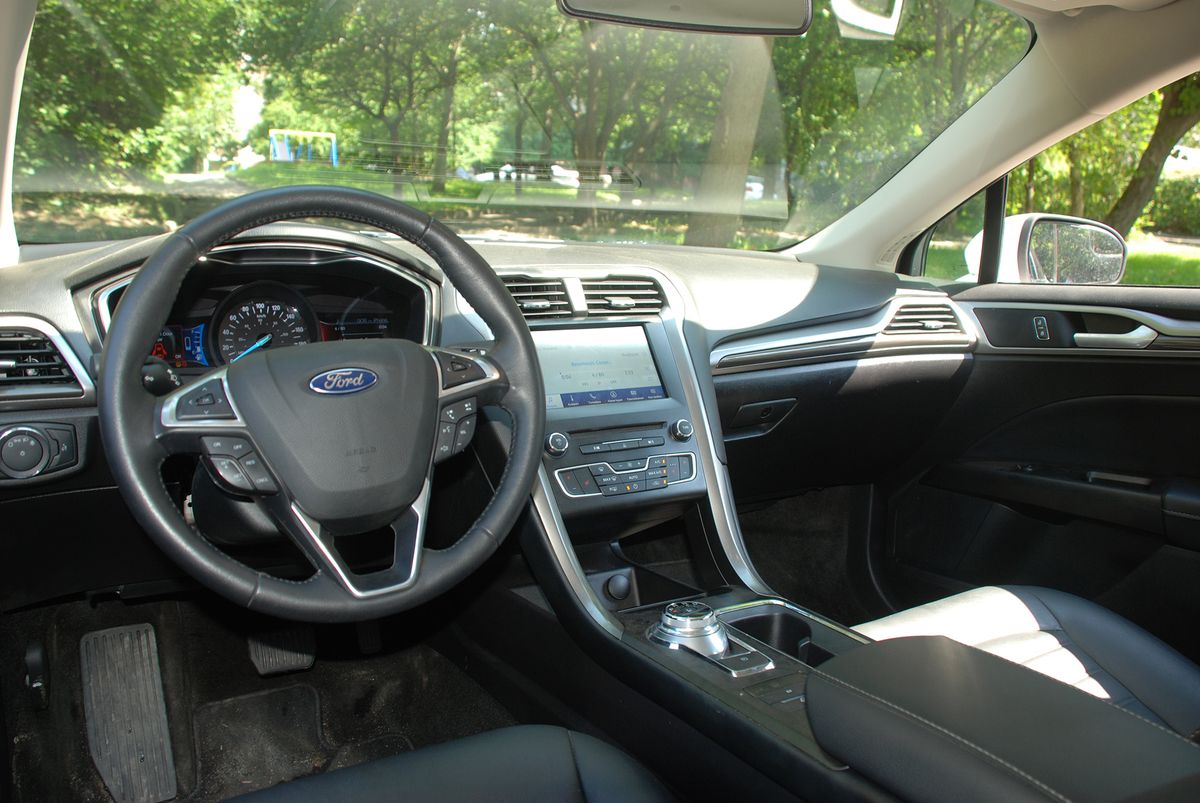 Ford Fusion SE PHEV 2018 фото №14