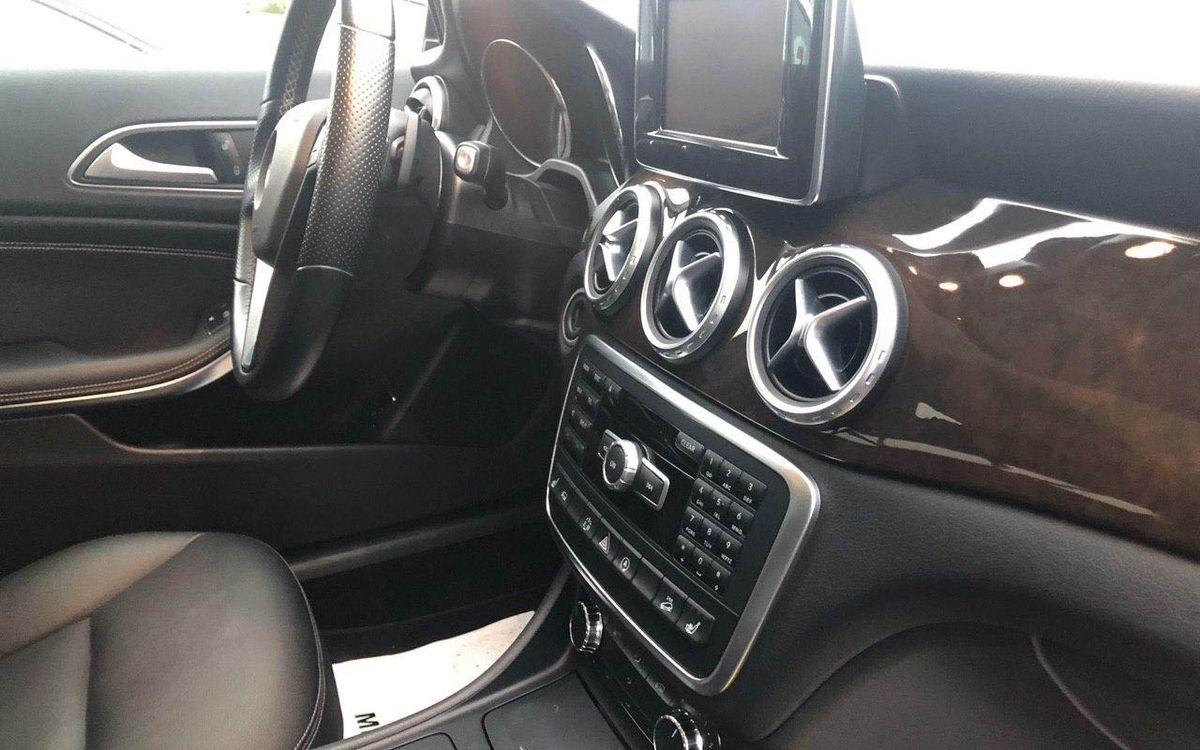 Mercedes-Benz GLA 250 2015 фото №16