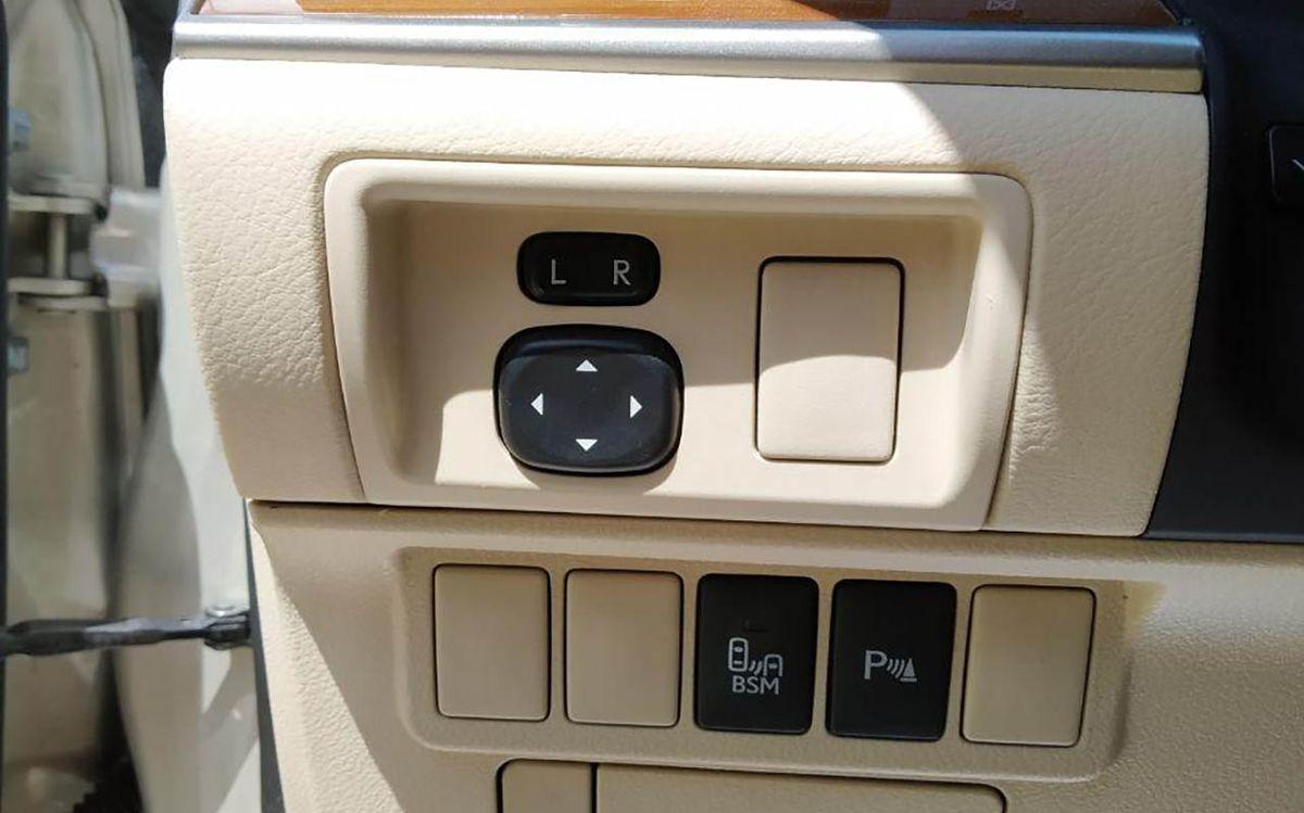 Lexus ES 300h 2013 фото №16