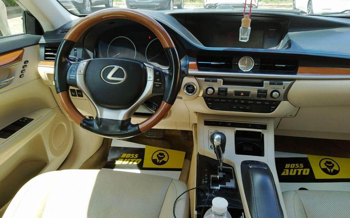 Lexus ES 300h 2013 фото №17