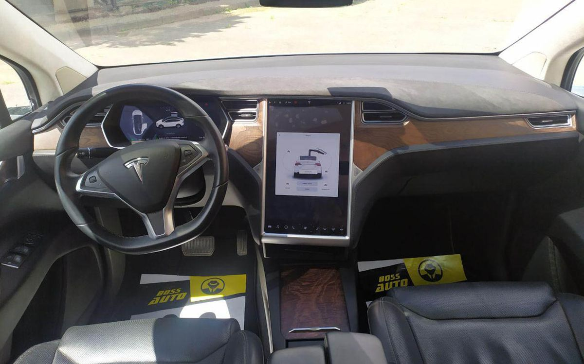 Tesla Model X 90D 2016 фото №17