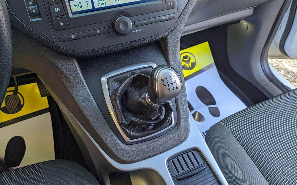 Ford Kuga 2011 фото №16