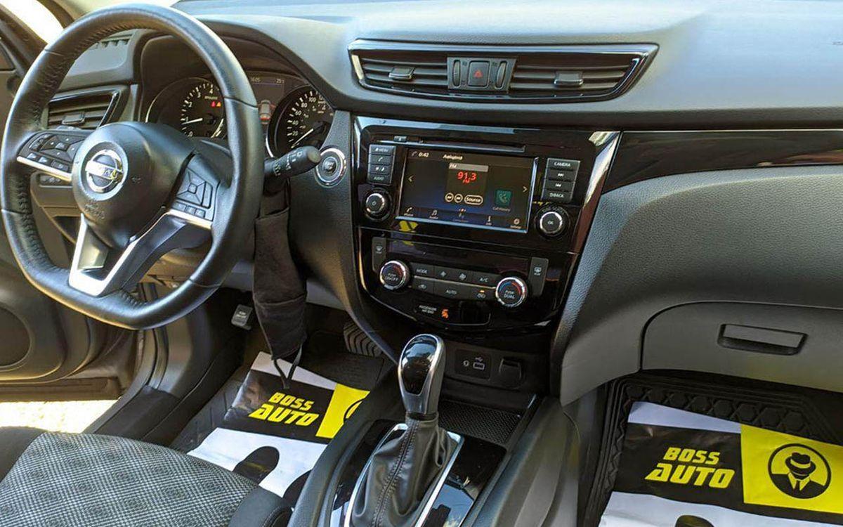 Nissan Rogue Sport SV 2018 фото №18