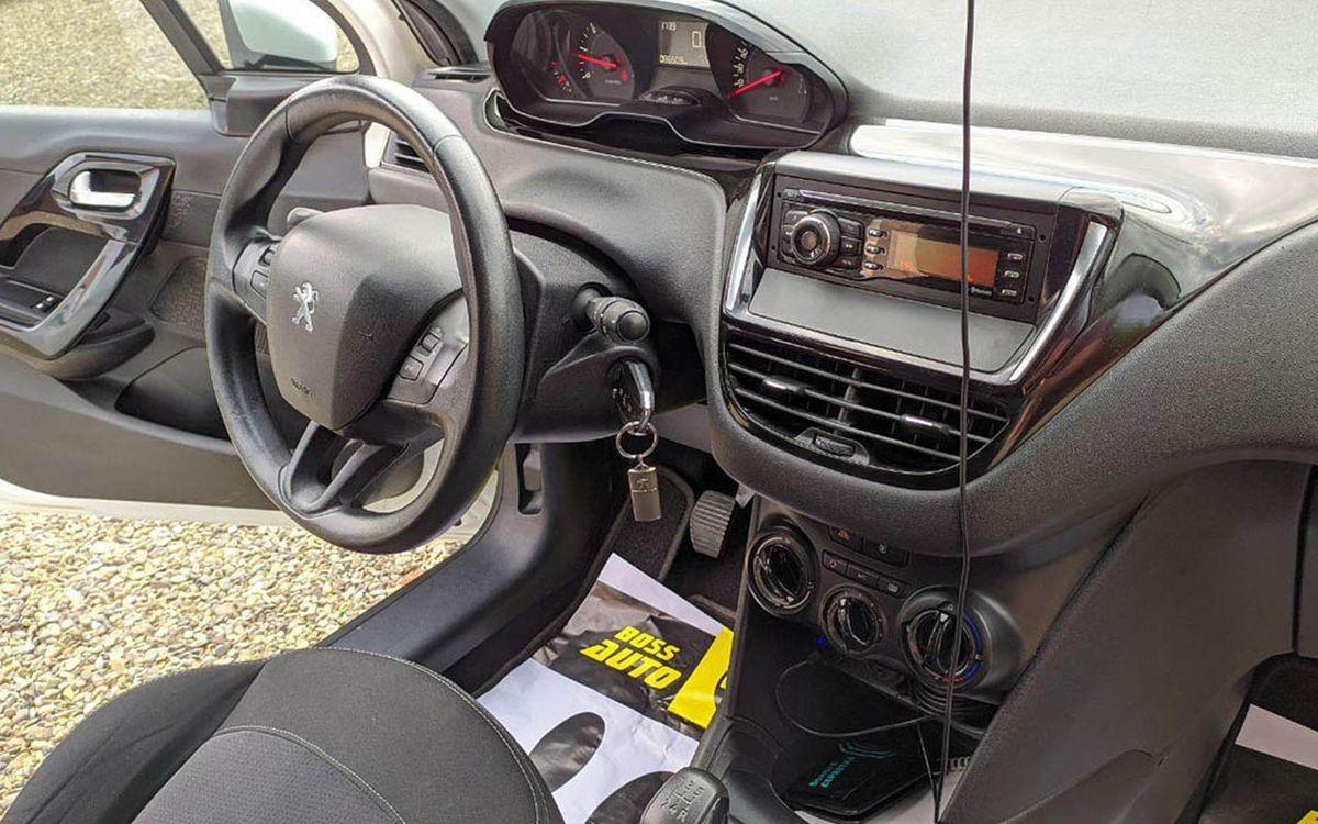 Peugeot 208 2014 фото №19