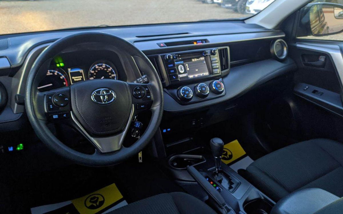 Toyota RAV4 2018 фото №16