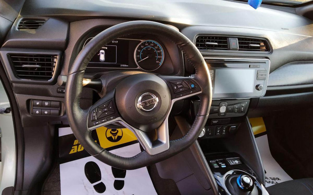 Nissan Leaf SV 2018 фото №16