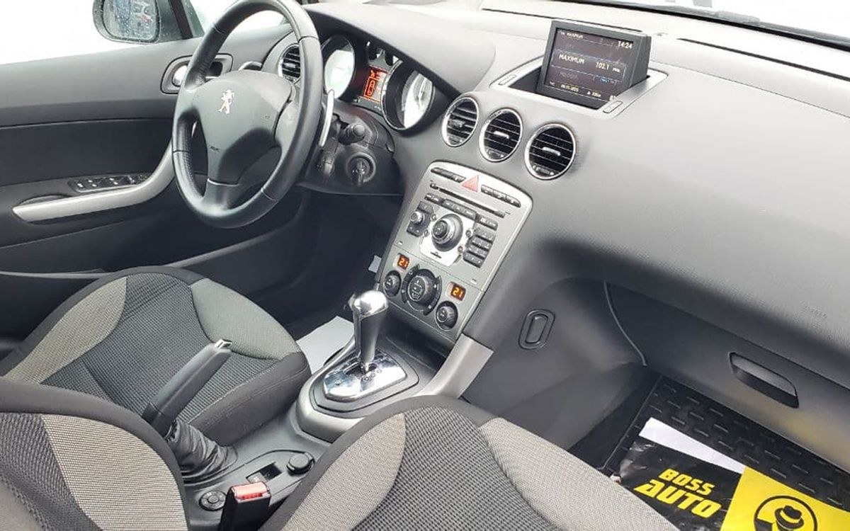 Peugeot 308 SW 2012 фото №16