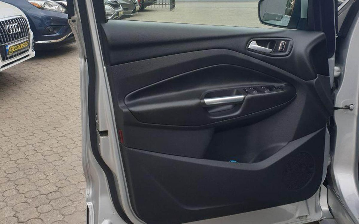 Ford Kuga 2015 фото №13