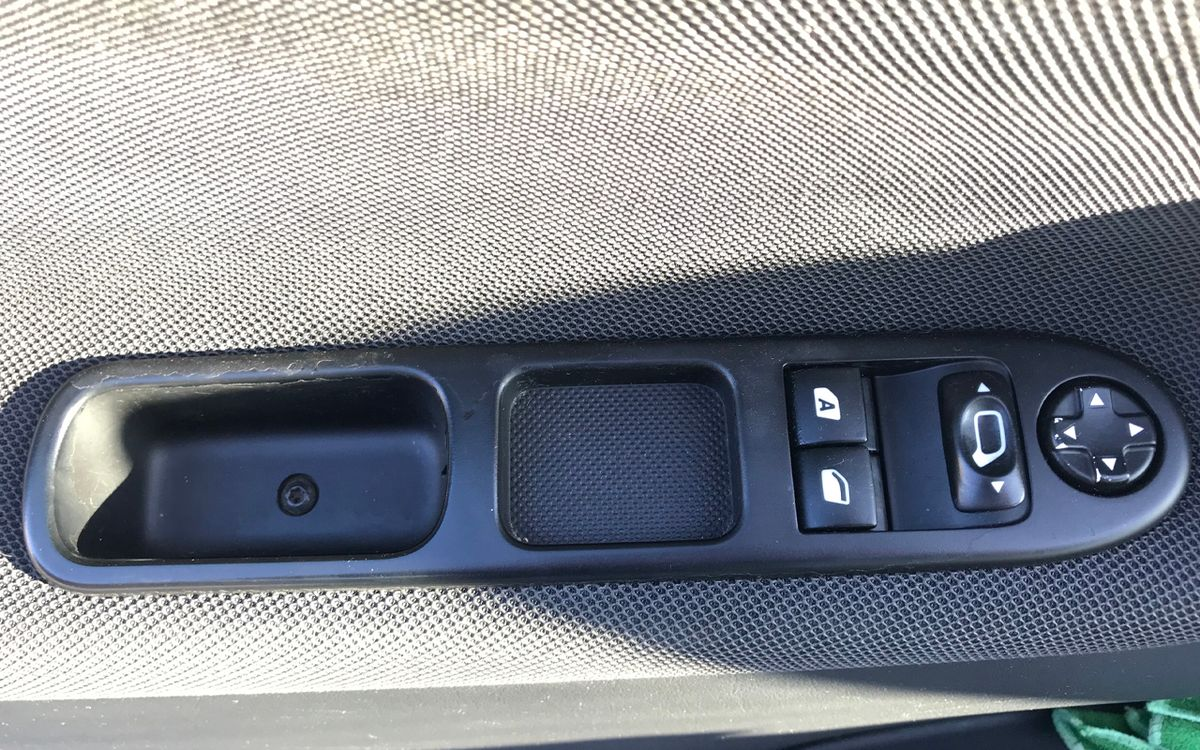 Peugeot 207 Cabrio 2010 фото №9