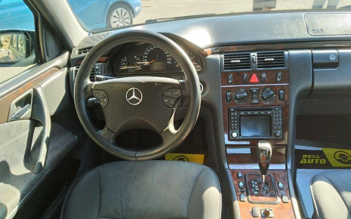 Mercedes-Benz E 220 2000 фото №15
