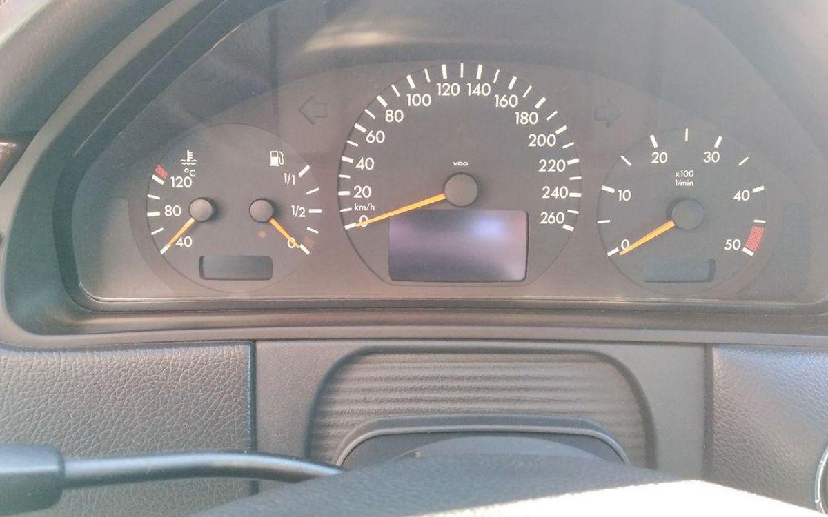 Mercedes-Benz E 220 2000 фото №16