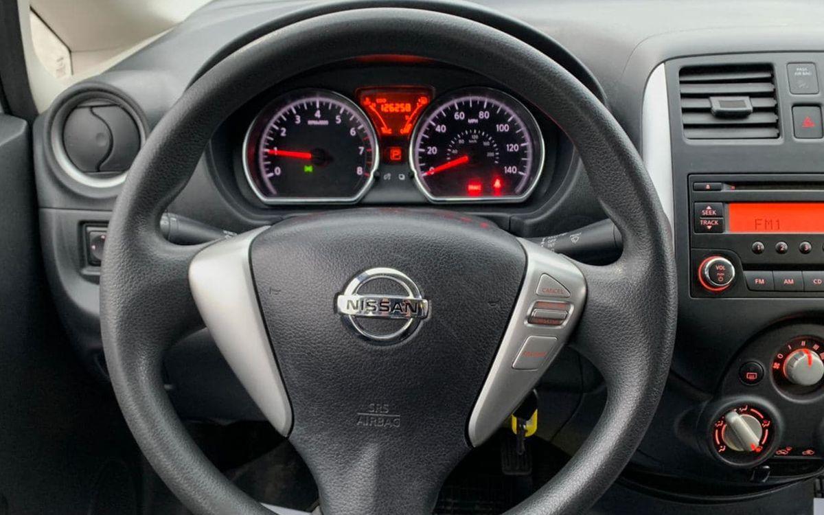 Nissan Versa 2014 фото №13