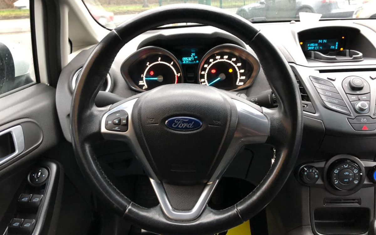 Ford Fiesta 2013 фото №10