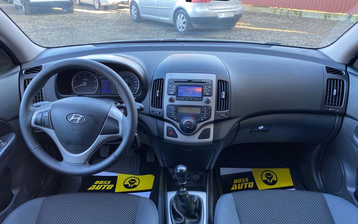 Hyundai i30 2010 фото №10