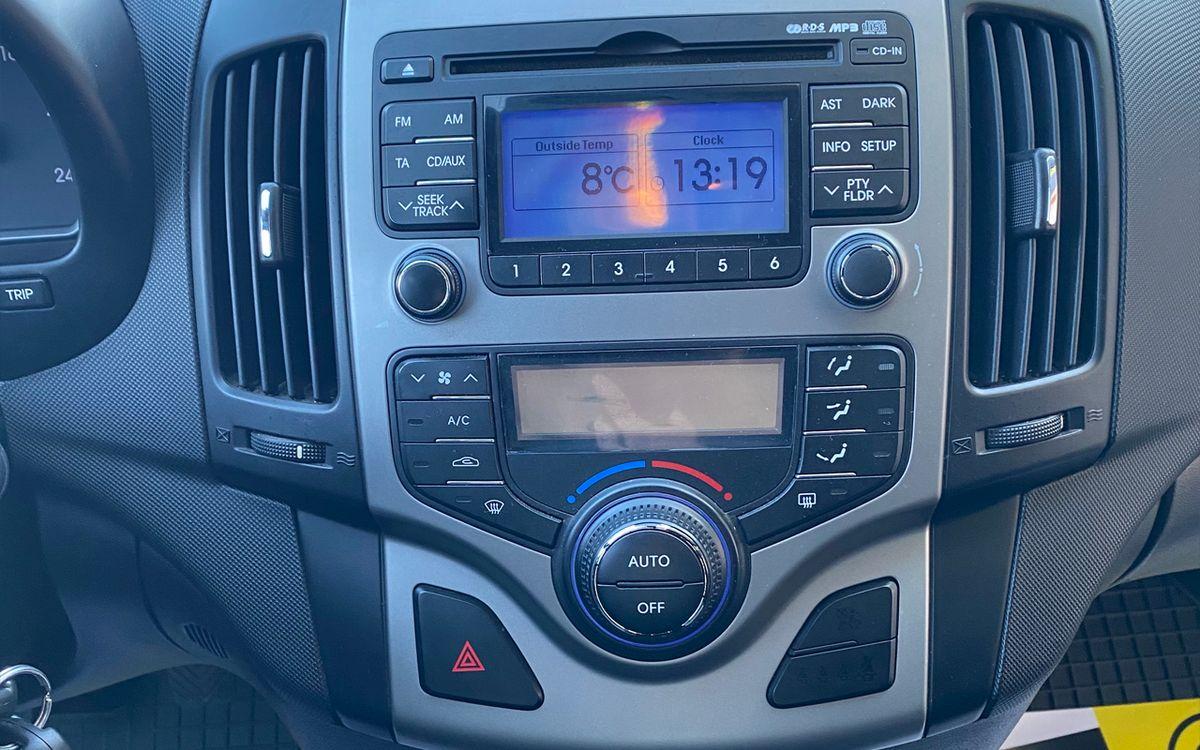 Hyundai i30 2010 фото №11