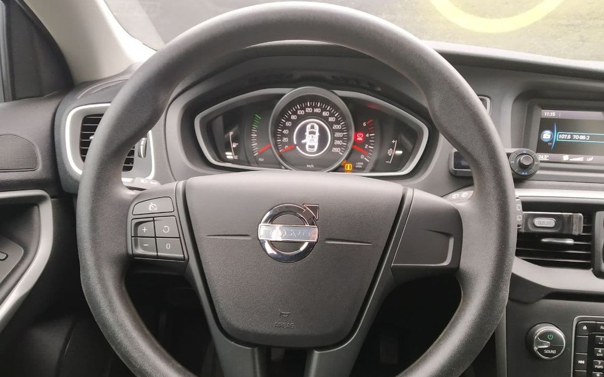 Volvo V40 2013 фото №12