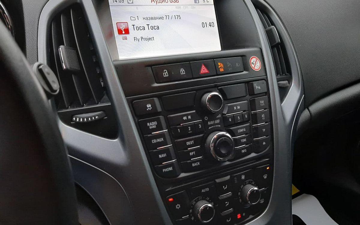 Opel Astra J 2013 фото №10