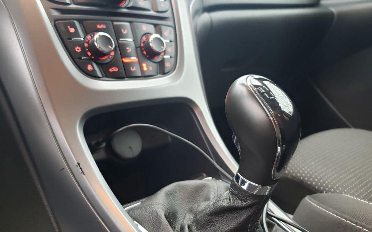 Opel Astra J 2015 фото №11