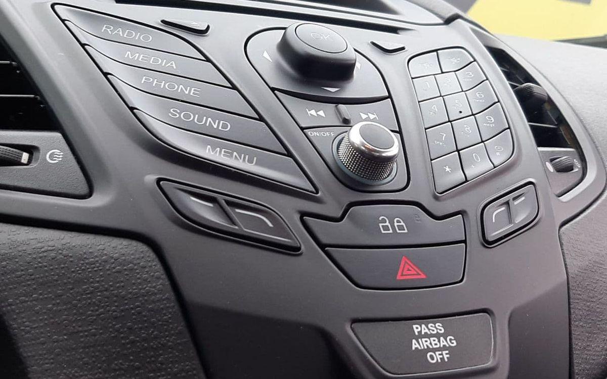 Ford Fiesta S 2014 фото №8