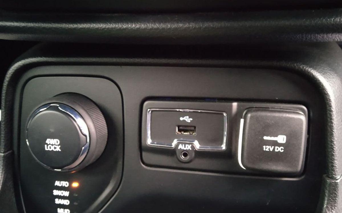 Jeep Renegade Latitude 4x4 2016 фото №19