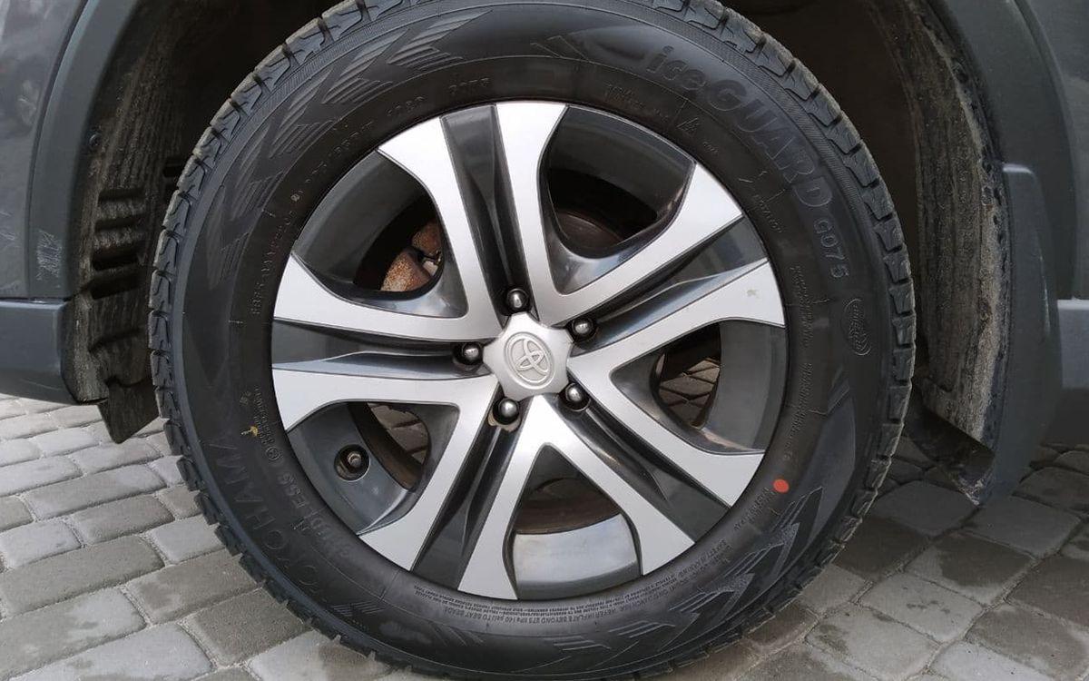 Toyota RAV4 LE 2018 фото №19