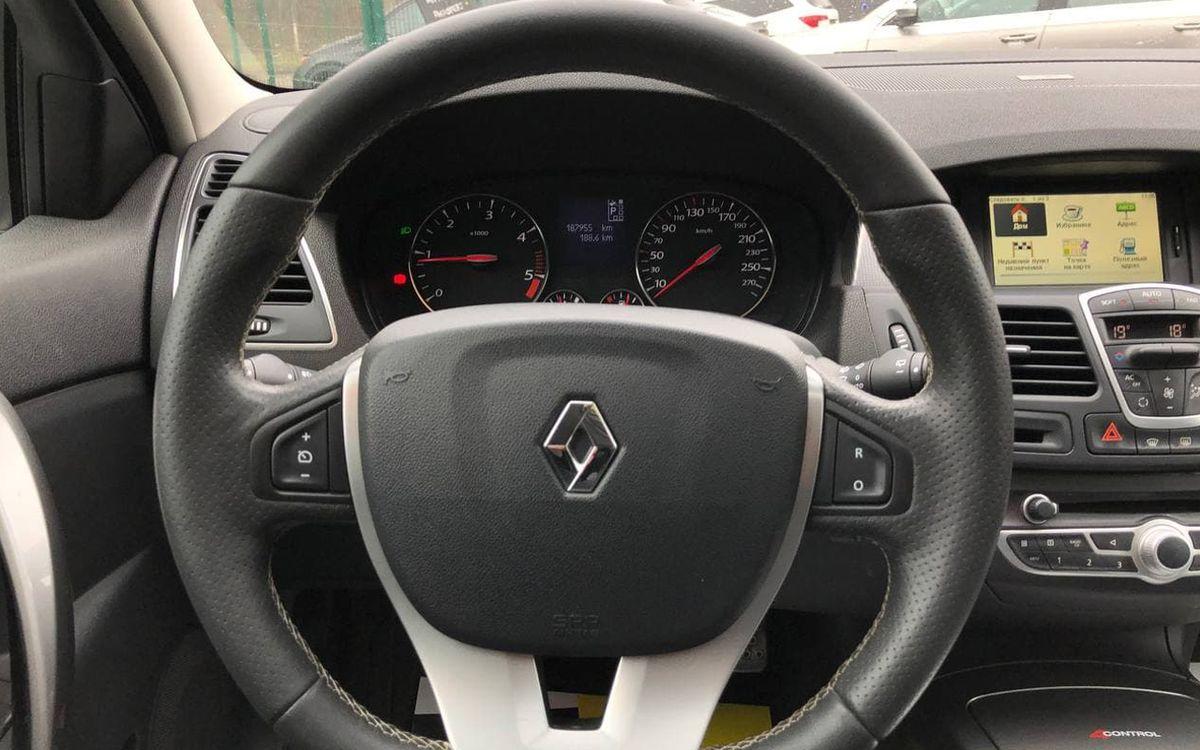 Renault Laguna 2011 фото №11