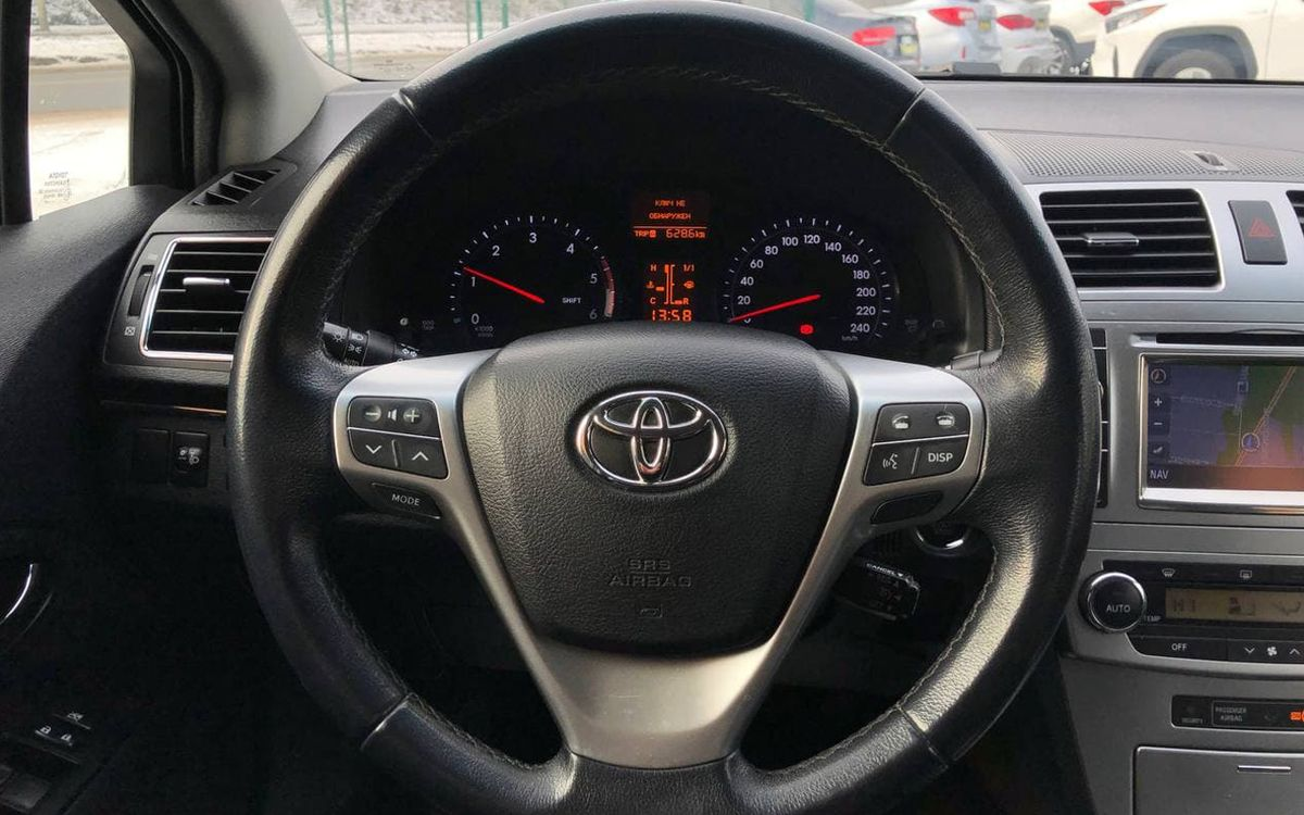 Toyota Avensis 2013 фото №12