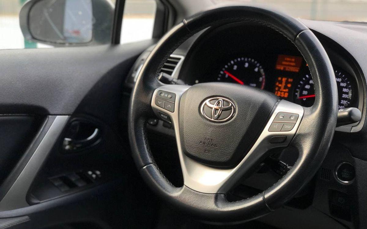 Toyota Avensis 2013 фото №14
