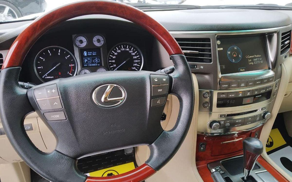 Lexus LX 570 2008 фото №13