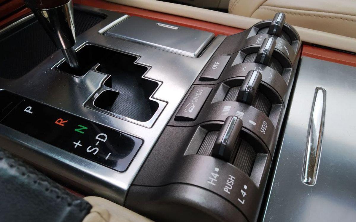 Lexus LX 570 2008 фото №14