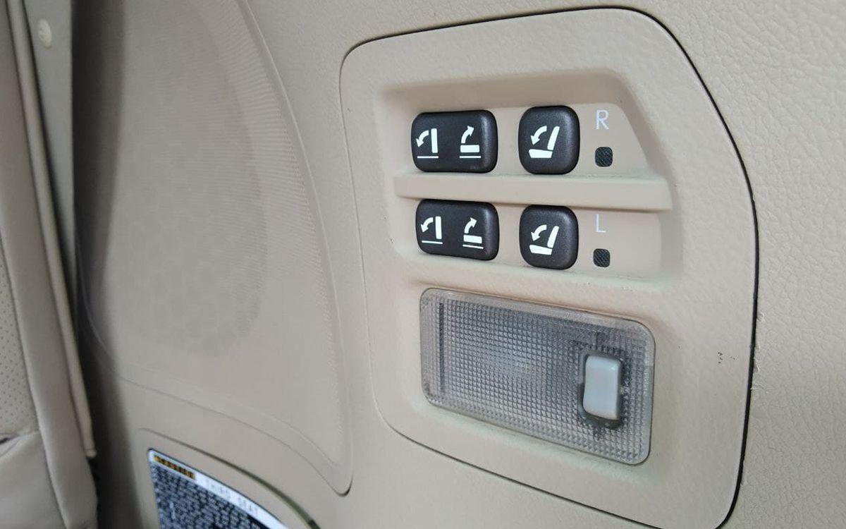 Lexus LX 570 2008 фото №16