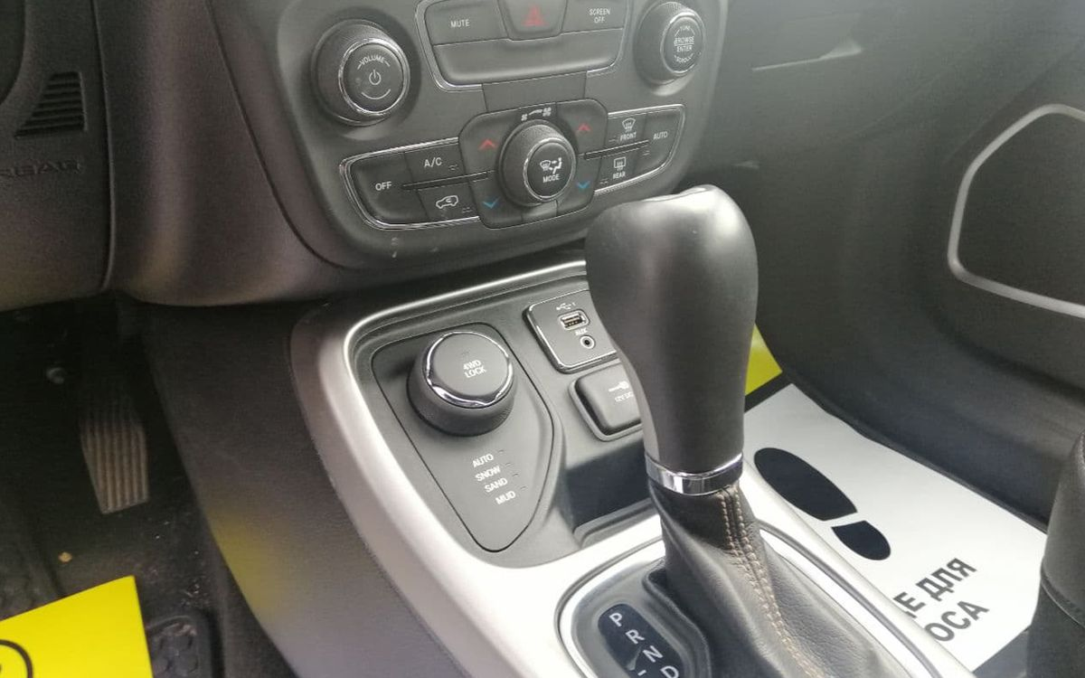 Jeep Compass 2018 фото №12