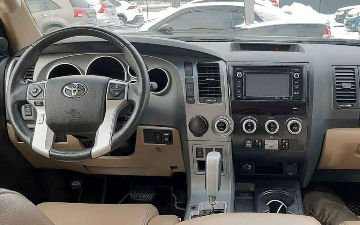 Toyota Sequoia Limited 2014 фото №17