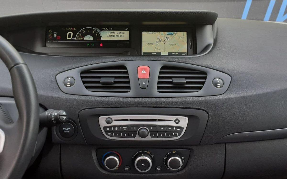 Renault Megane Scenic 2011 фото №13