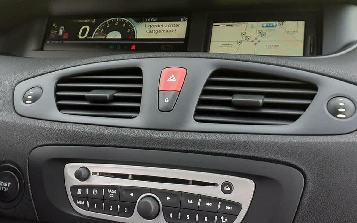 Renault Megane Scenic 2011 фото №14