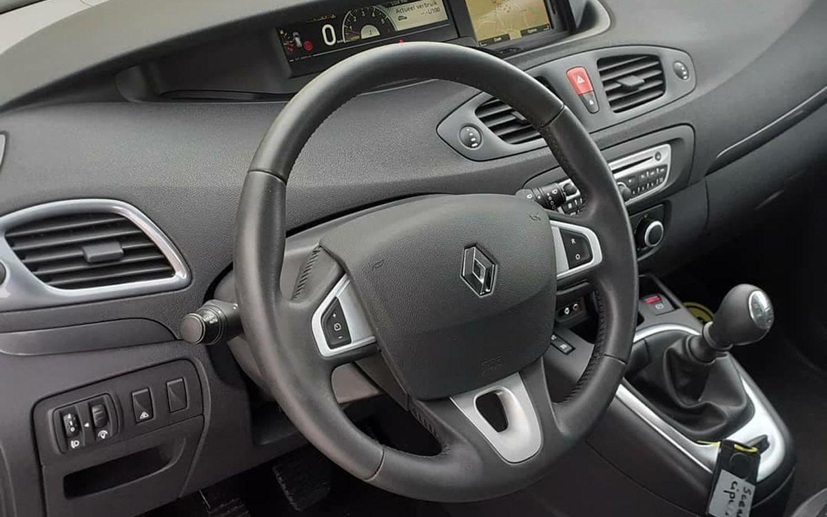 Renault Megane Scenic 2011 фото №15