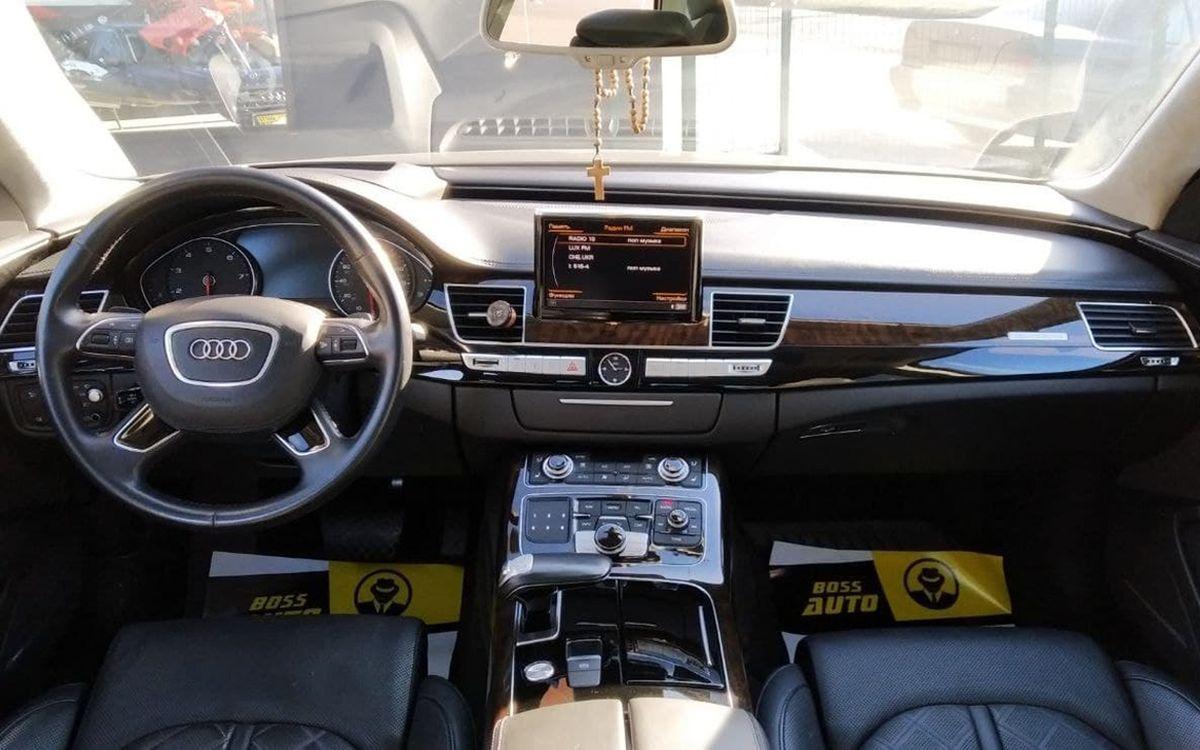 Audi A8 2016 фото №11