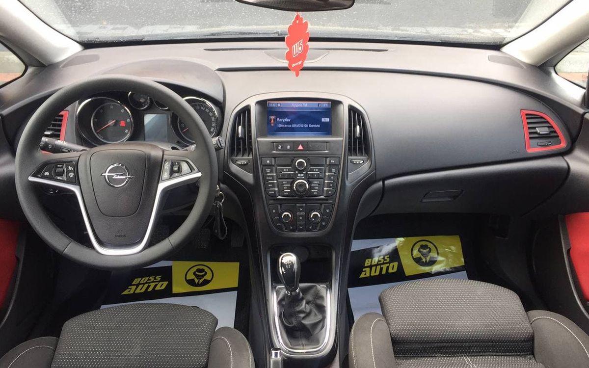 Opel Astra 2011 фото №12