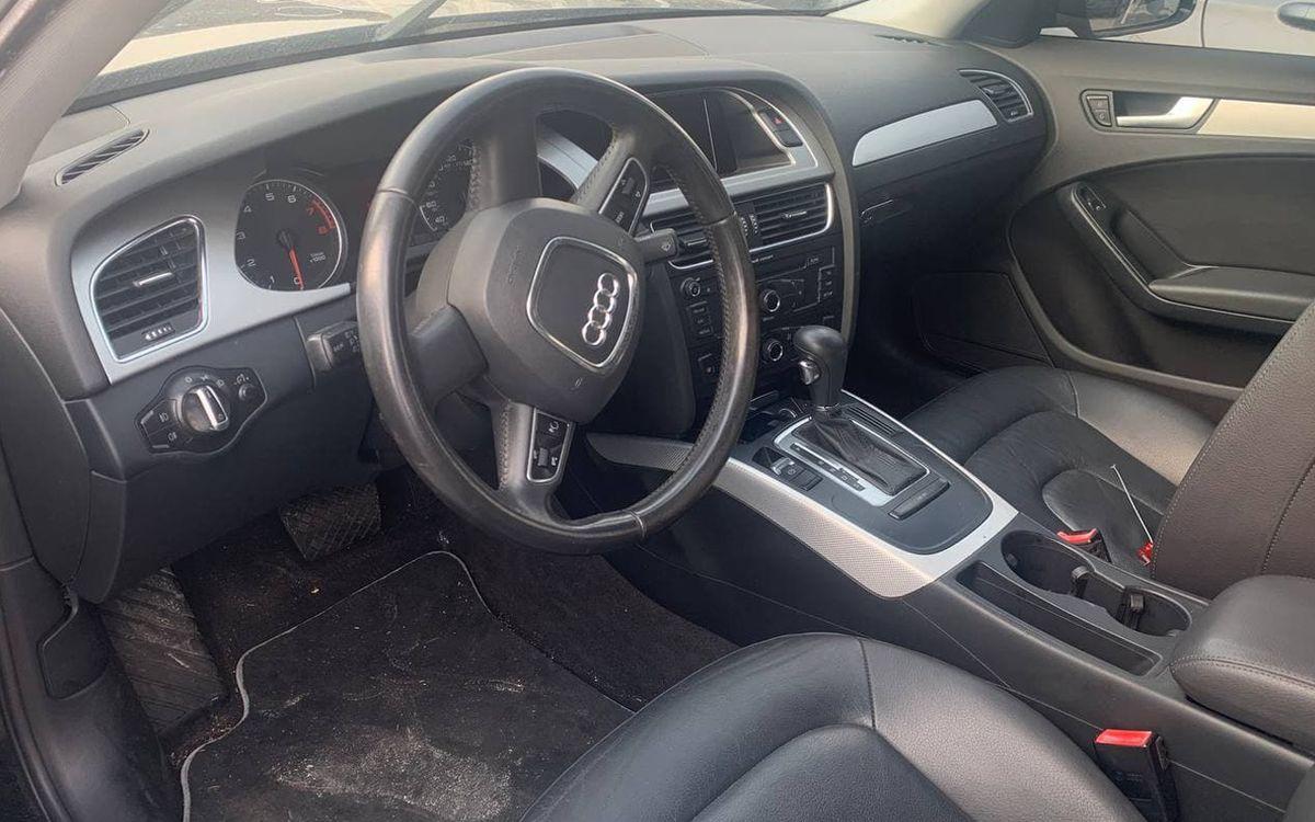 Audi A4 2010 фото №8