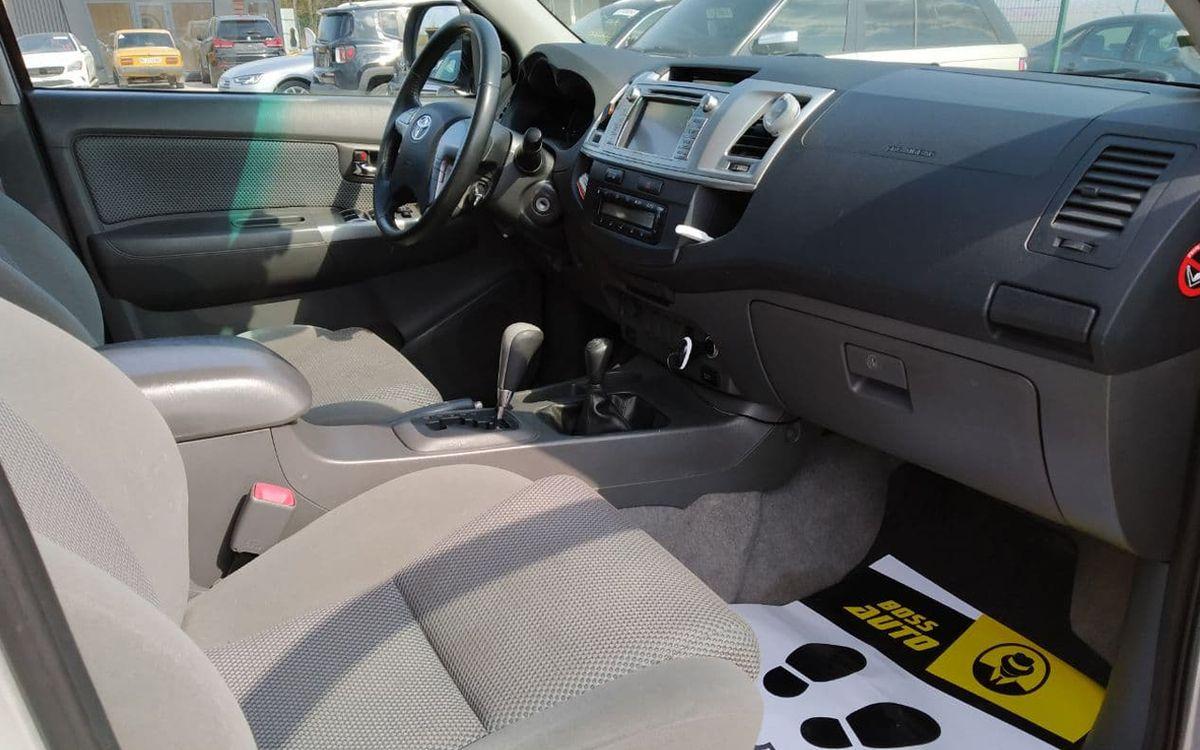 Toyota Hilux 2013 фото №17