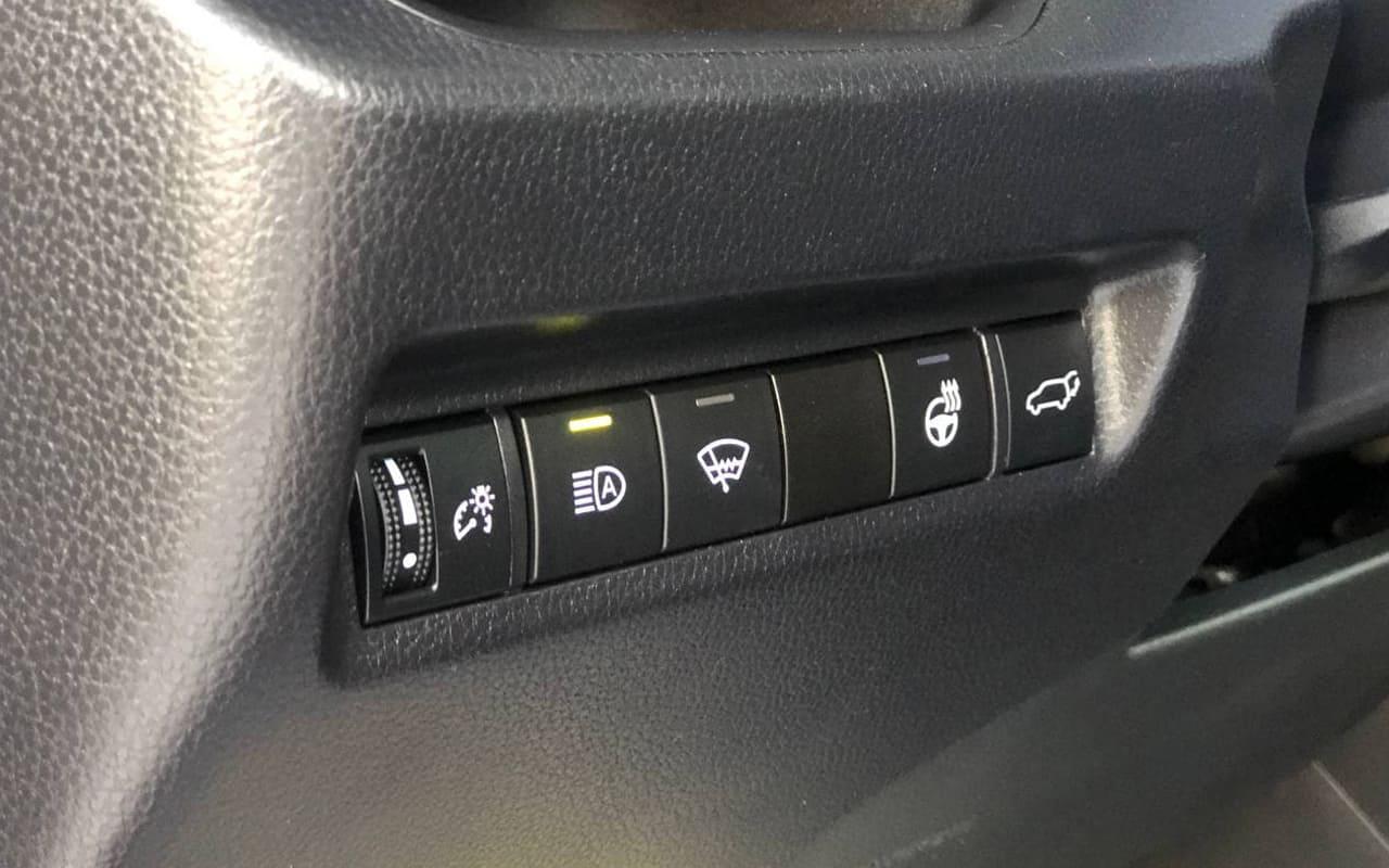 Toyota RAV4 XLE 2019 фото №18