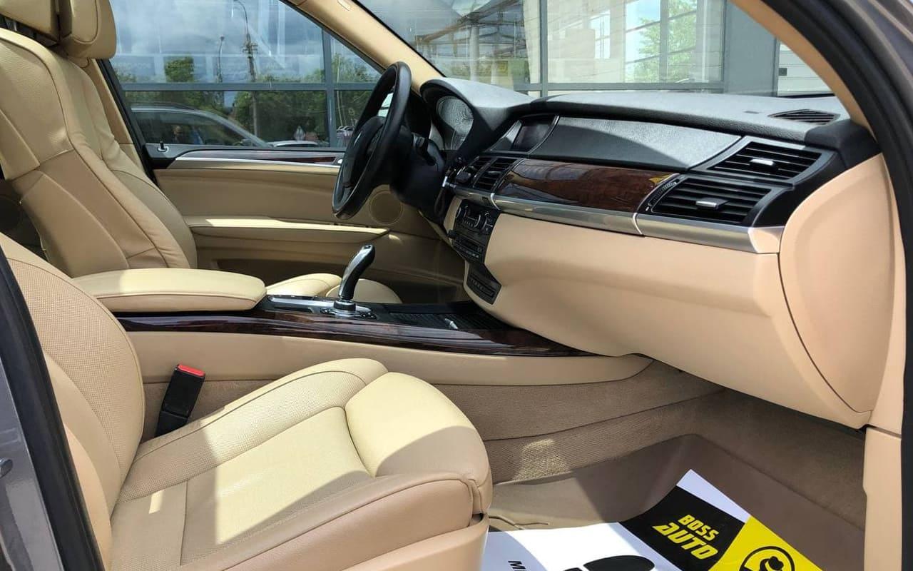 BMW X5 2010 фото №18