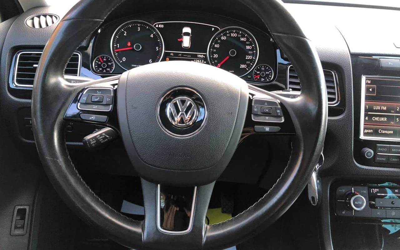 Volkswagen Touareg 2012 фото №17