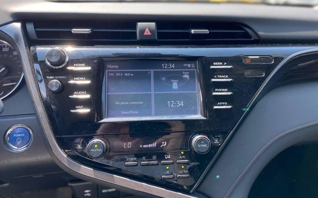 Toyota Camry Hybrid 2019 фото №13