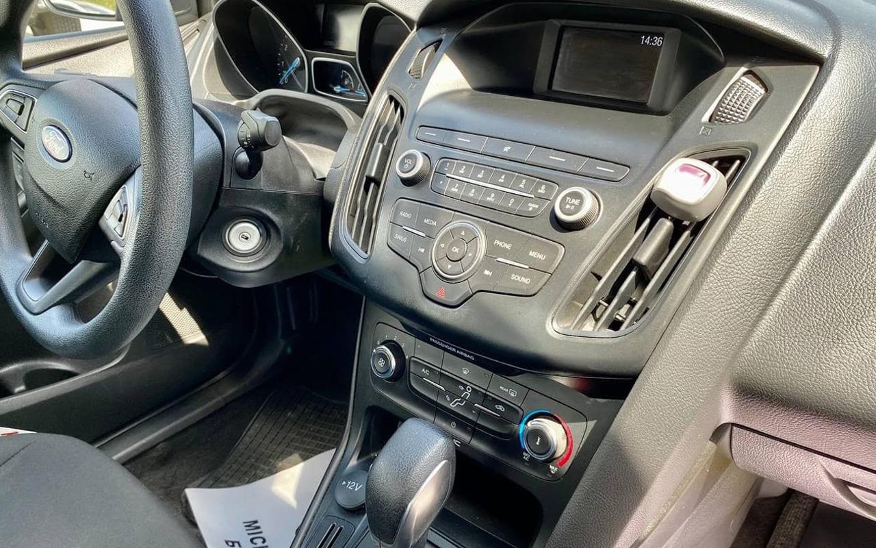 Ford Focus SE 2017 фото №12