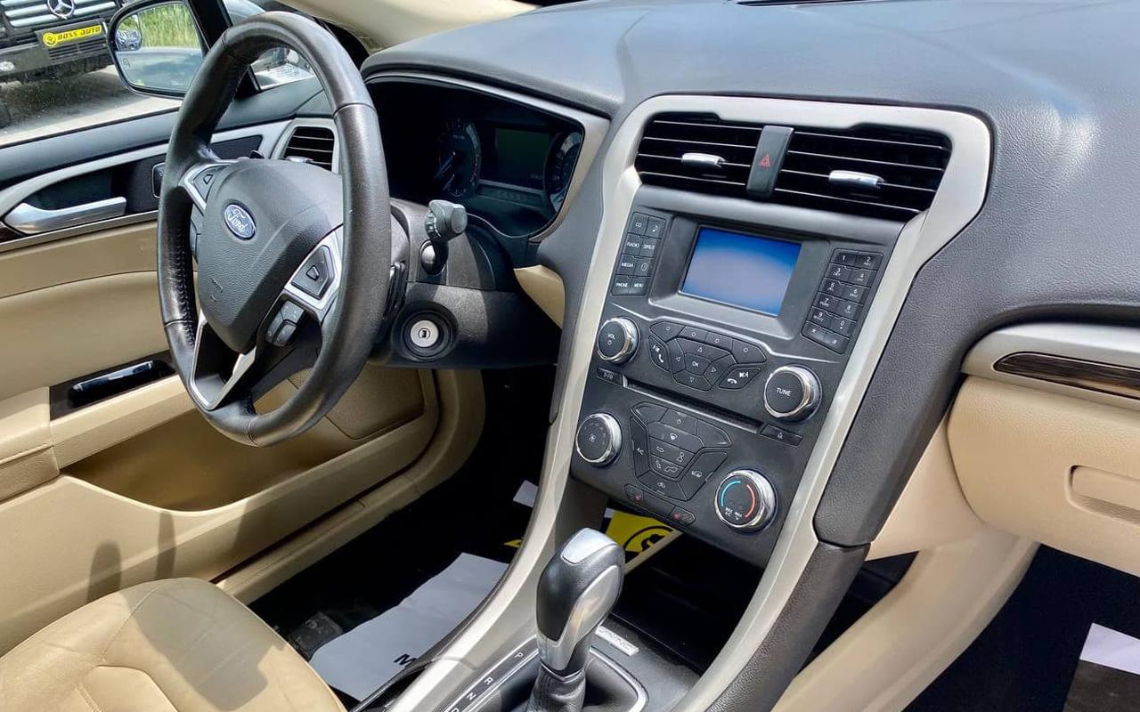 Ford Fusion SE 2015 фото №17
