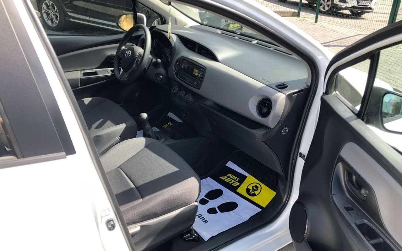 Toyota Yaris 2019 фото №13