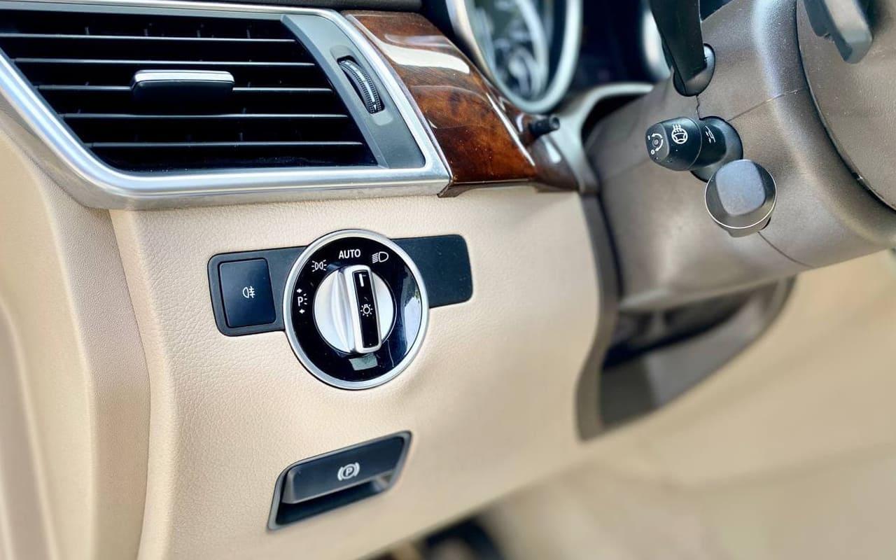 Mercedes-Benz GL 550 4Matic 2014 фото №20