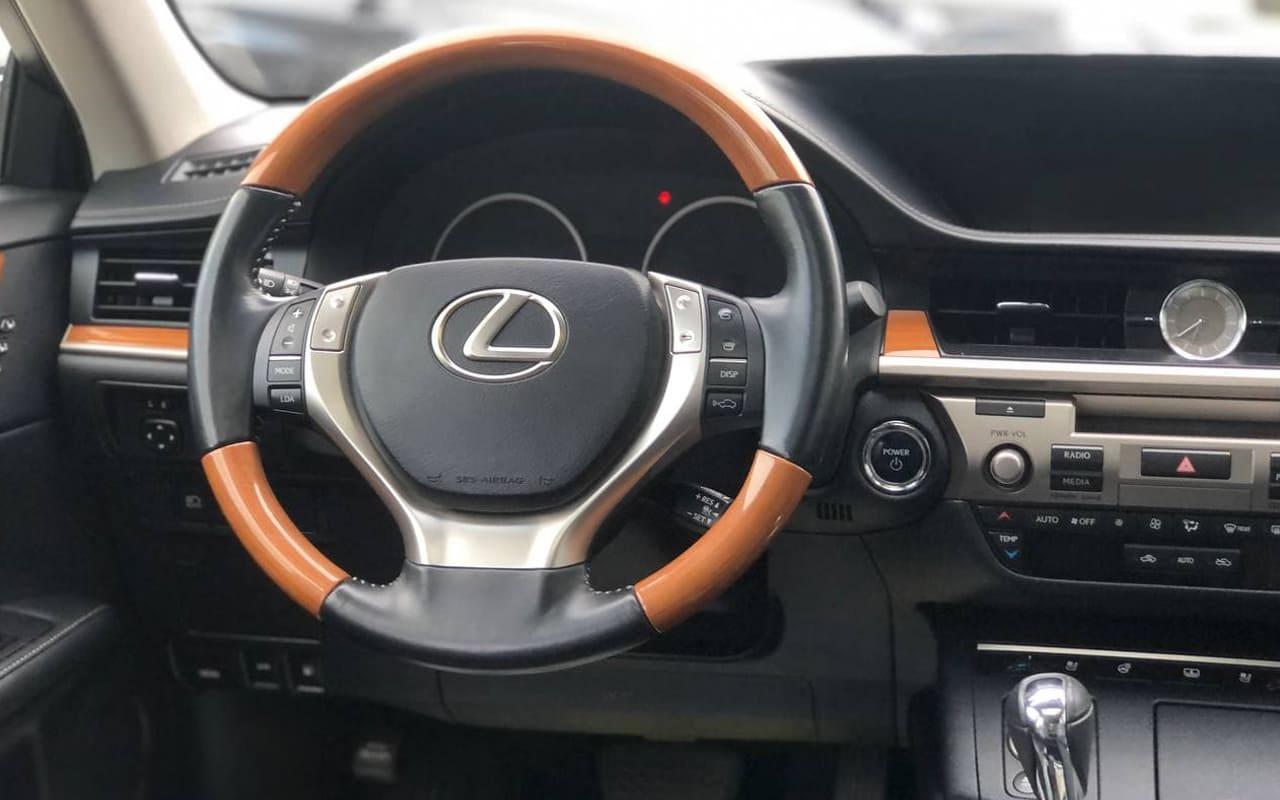 Lexus ES 300h 2015 фото №17