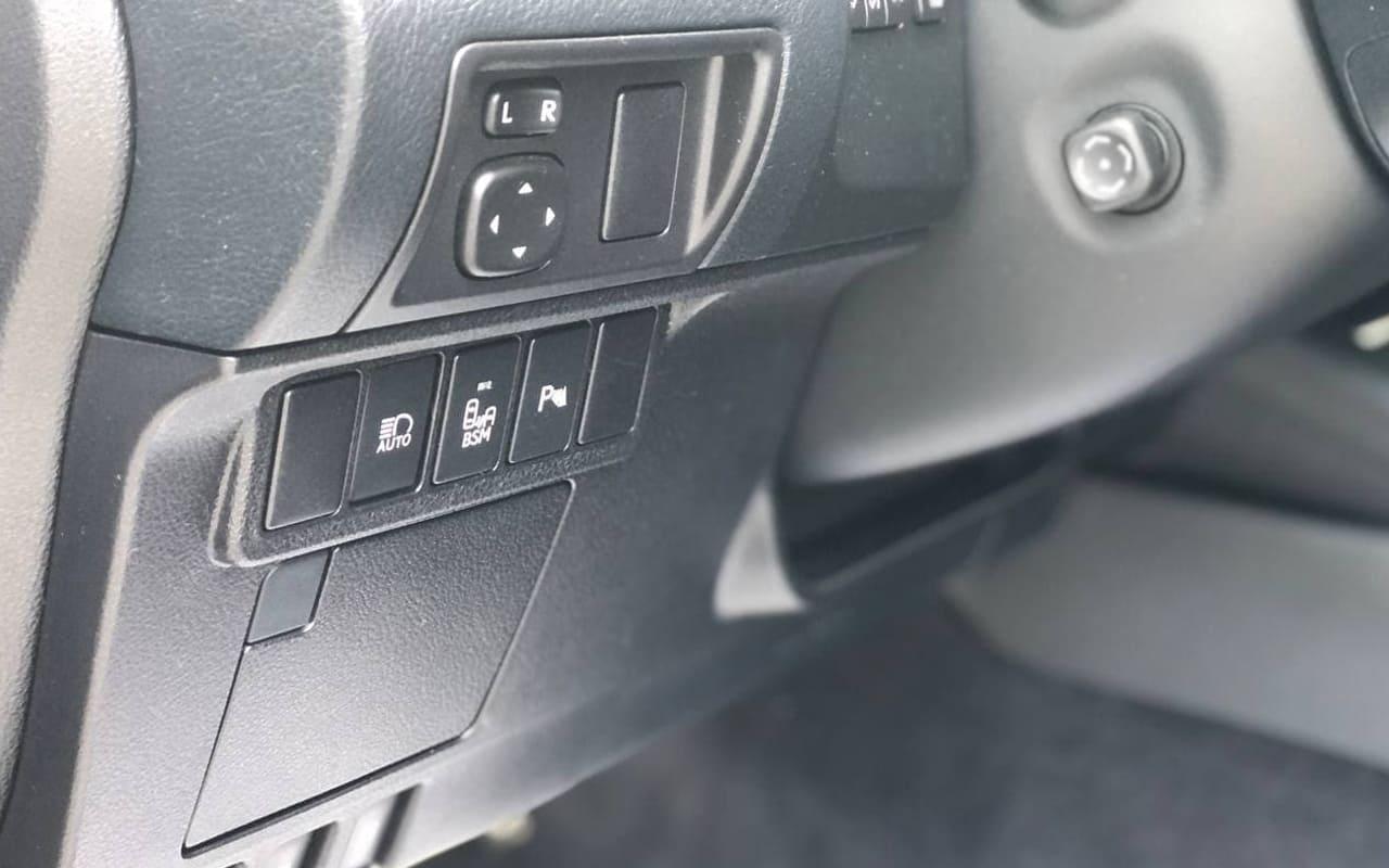 Lexus ES 300h 2015 фото №19